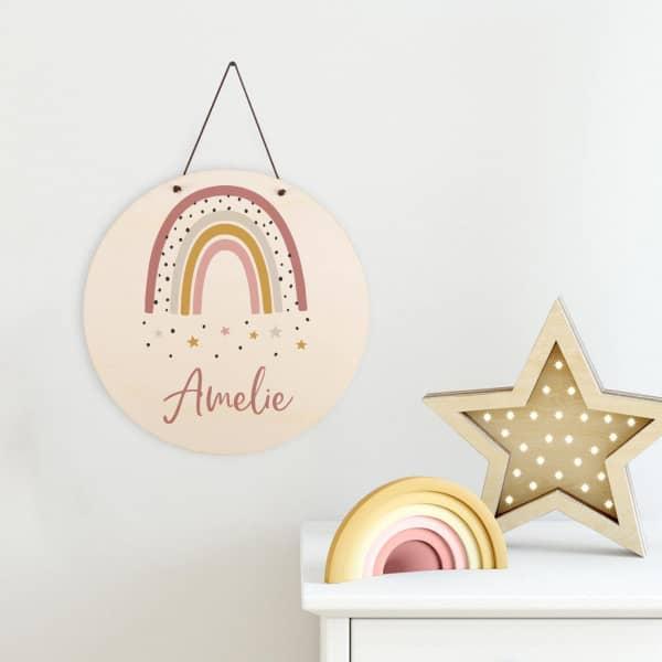Holzschild mit Regenbogen und Name für Mädchen