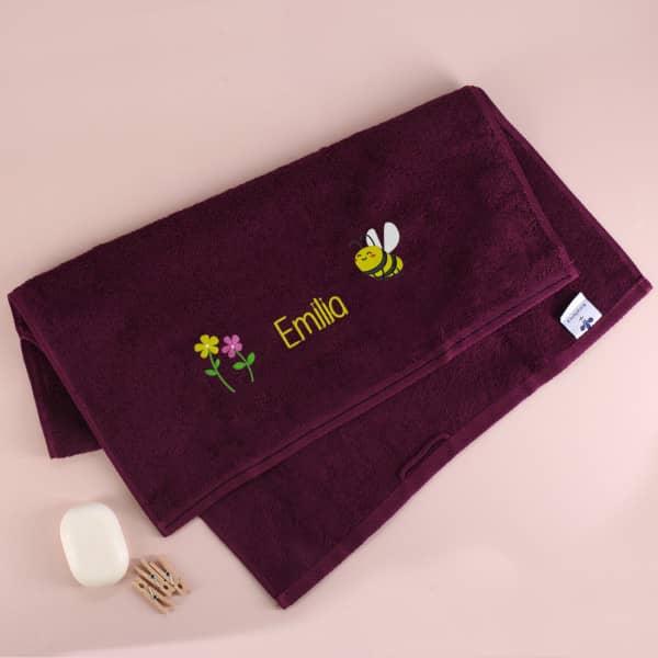 Handtuch mit Bienchen und Name bestickt