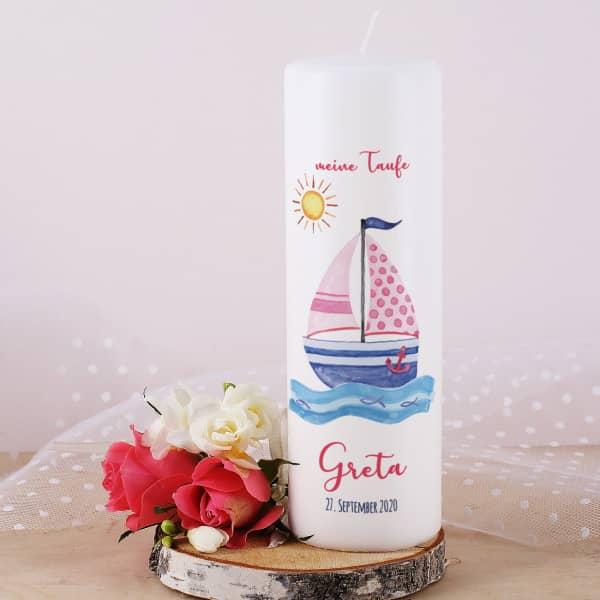 Taufkerze für Mädchen mit Segelboot, Name, Datum und Taufspruch