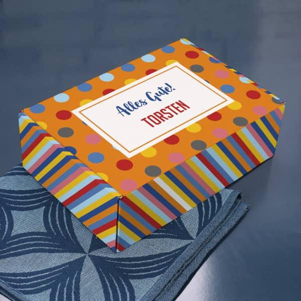 Bunte Geschenkbox mit Wunschtext