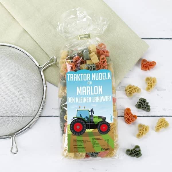 Traktor Nudeln mit Name auf dem Etikett