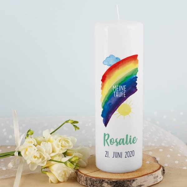 Taufkerze mit Regenbogen, Name, Datum und Taufspruch