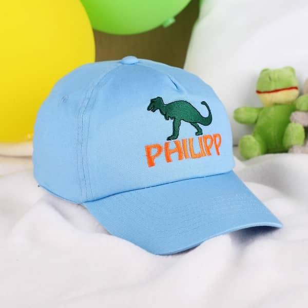 Hellblaues Basecap mit Dino und Namen