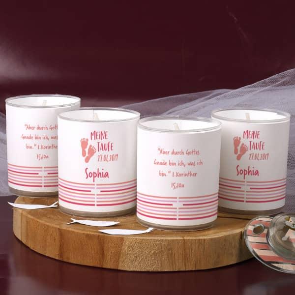 Rosa Kerzen zur Taufe als Tischdekoration