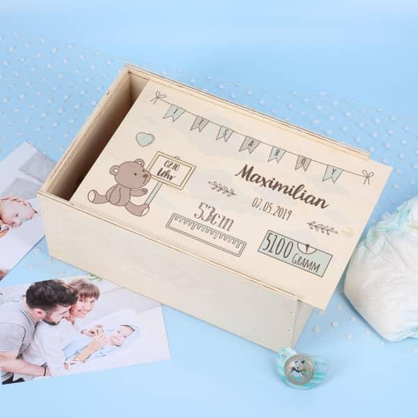 Bedruckte Erinnerungsbox aus Holz zur Geburt