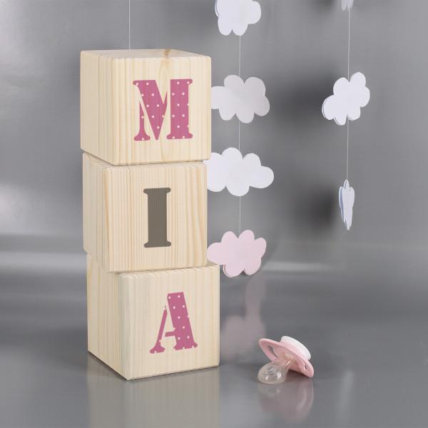 Holzwürfel zur Geburt mit Buchstaben bedruckt