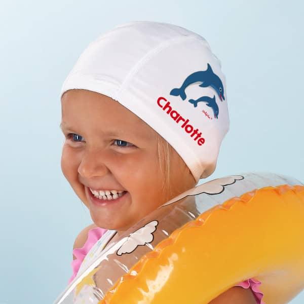 weiße Badekappe mit Delfinen und Wunschname bedruckt