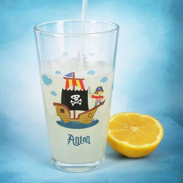 Trinkglas für kleine Piraten