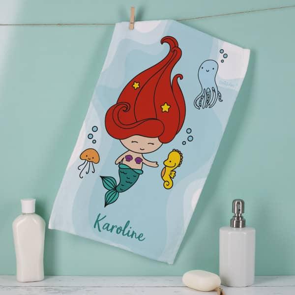 Handtuch mit kleiner Meerjungfrau und deinem Namen