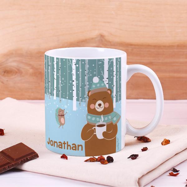Tasse mit süßem Bär, Winterlandschaft und Name bedruckt
