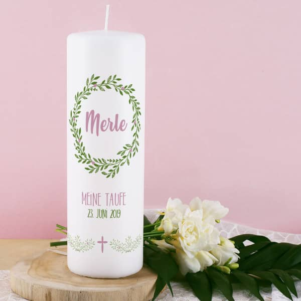Kerze für Taufe, Kommunion oder Konfirmation mit floralem Kranz, Name, Datum und Wunschtext