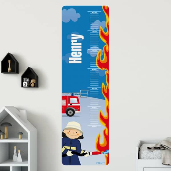 Wandtattoo mit Größenskala für kleine Feuerwehrmänner