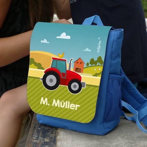 blauer Kindergartenrucksack mit Traktor und Name