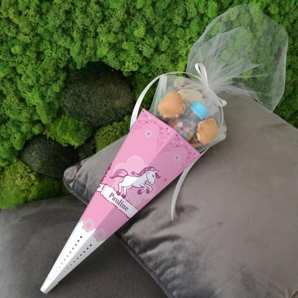 Kleine pink bedruckte Zuckertüte mit einem Pferd
